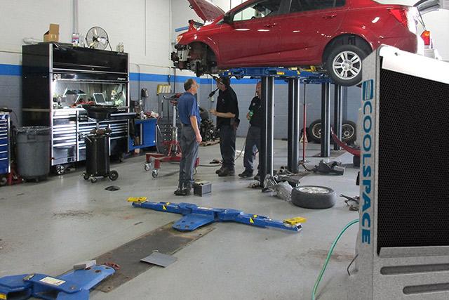 業務用大型冷風機クールスペース 自動車整備工場